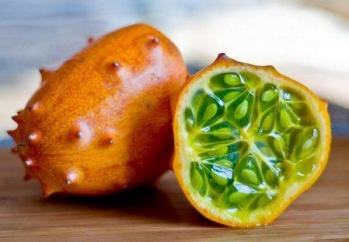 Черкасець на своєму городі вирощує екзотичний овоч зі смаком ківі та банану