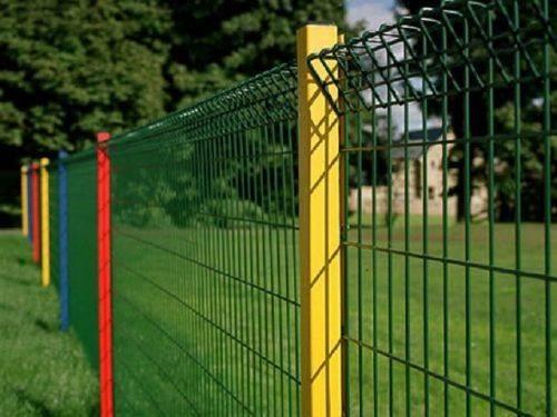 У Черкас невідомі пошкодили паркани біля однієї з міських гімназій