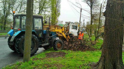 З початку квітня у Черкасах розчистили 45 км міських автошляхів (фото)