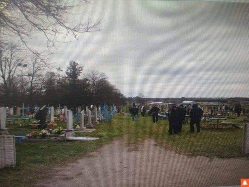 На Черкащині підлітки розгромили кладовище