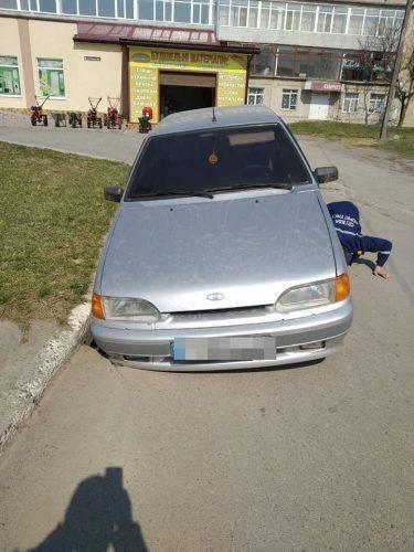 В яму на Черкащині провалився автомобіль (фото)