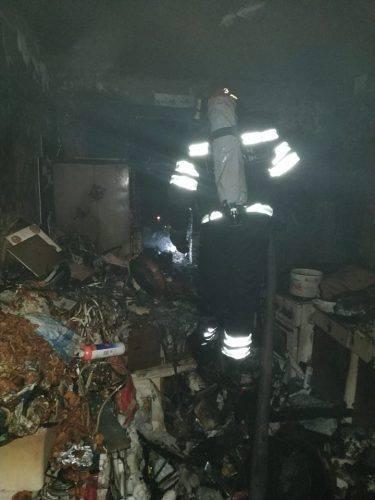 У Черкасах під час пожежі рятували жінку (фото)