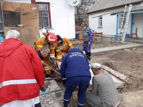 На Черкащині на чоловіка впала бетонна плита (фото)