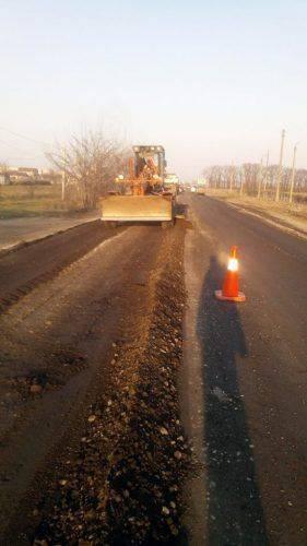 На Черкащині ремонтують дорогу біля Геронимівки навіть на вихідних (фото)