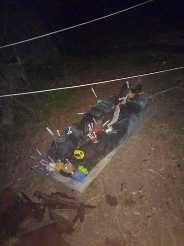 """У центрі Черкас невідомі залишили ще одну """"інсталяцію"""" зі шприцами (фото)"""