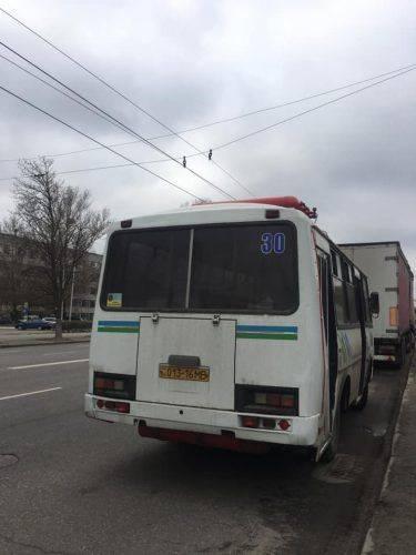 Черкаська кондукторка, яка виштовхала активістку з автобуса, отримала догану