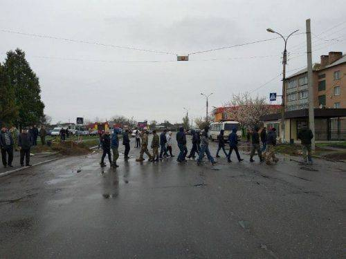 На Черкащині перекрили дороги через їхній поганий стан (фото)