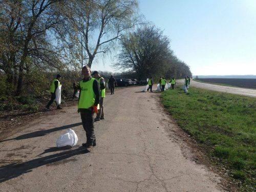 На Черкащині прибирали сміття з узбіччя (фото)