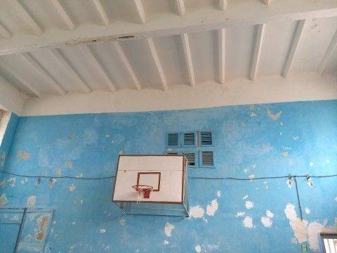 """""""Стеля падає на дітей"""", - черкасці просять відремонтувати спортзал однієї з шкіл"""