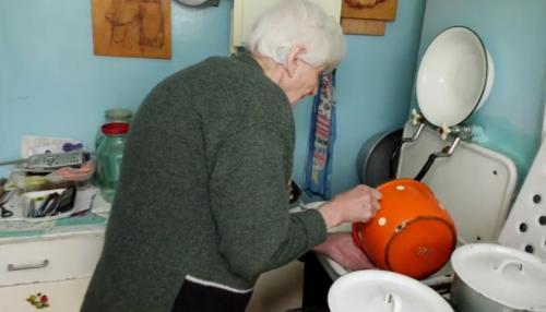 Голодний та холодний Великдень: бабусі з Черкас потрібна допомога (відео)