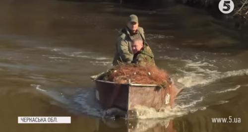 """""""Вивозять рибу мало не мішками"""": браконьєрство у розпал нересту на Черкащині"""