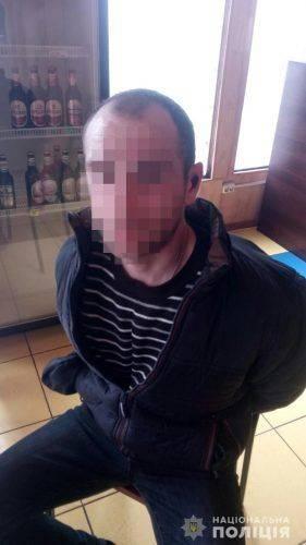 У Черкасах чоловік напідпитку напав на продавчиню кафе та погрожував зарубати її