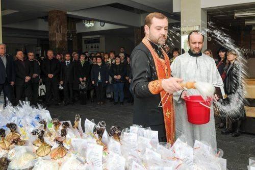 Черкаські студенти напекли пасок для українських бійців (фото)