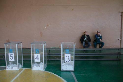 """""""Іноді місце може сказати про нас більше, ніж люди в ньому"""", - фотограф із Черкас показав, де і як голосували містяни (фото)"""