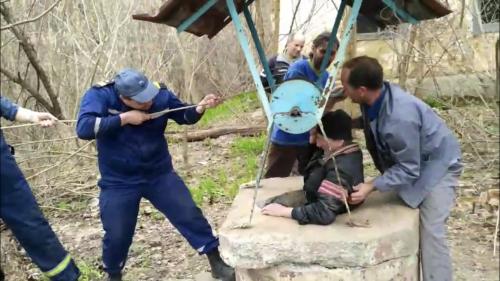 Набирав воду та впав до криниці: на Черкащині рятували чоловіка (фото, відео)