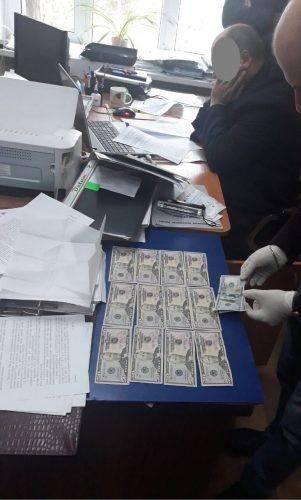 На Черкащині затримали головного архітектора за підозрою у вимаганні майже 2 тис. грн