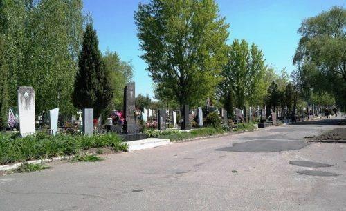 Черкаські кладовища готують до поминальних днів (відео)