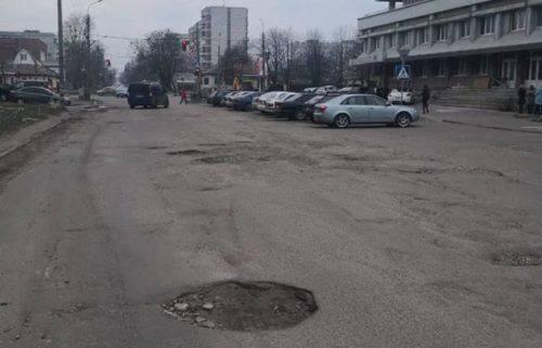 Дорога на Чехова біля міської реабілітаційно-оздоровчої поліклініки «Астра». Фото Черкаської міської ради