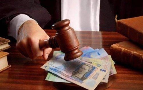 Черкаський посадовець незаконно преміював свою дружину