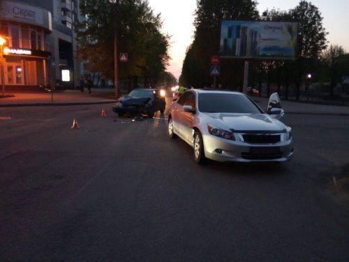 На бульварі Шевченка у Черкасах не розминулися два автомобілі (фото)