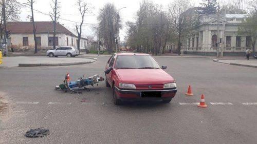 У Черкасах у ДТП постраждав водій мопеду (фото)