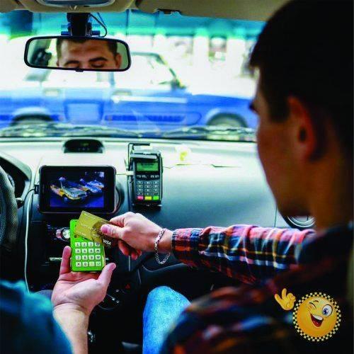 Пасажири черкаського таксі можуть їздити без готівки