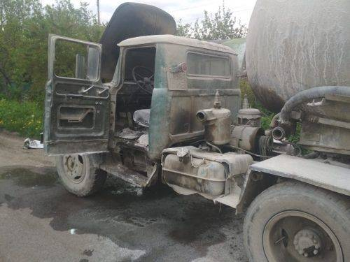 У Черкасах загорівся автомобіль під час стоянки (фото)