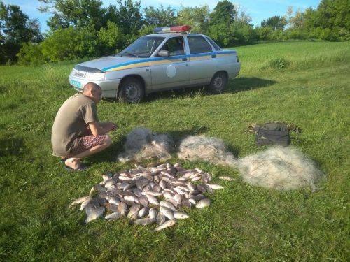 Хотів утекти й не відповідати: на Черкащині браконьєр незаконно ловив рибу (фото)