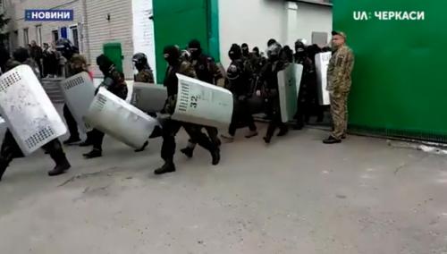 У черкаській колонії засуджені почали голодувати (відео)