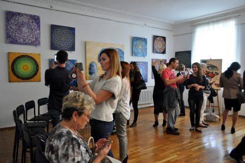 Образи планет, різних стихій чи першоелементів: у черкаському музеї презентували виставку картин (фото)