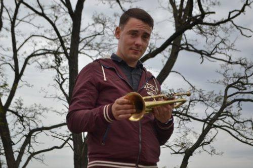 """""""Свій серед чужих"""": як музикант із Луганщини підкорює Черкаси"""