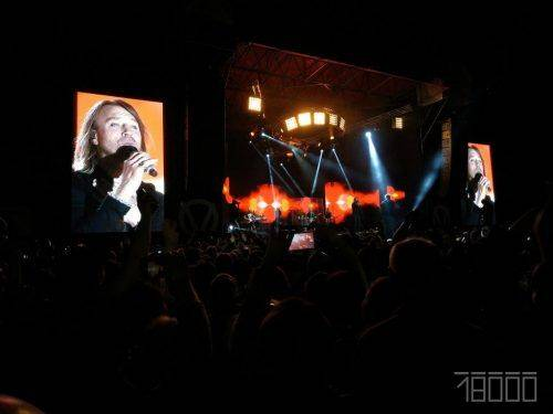 Тисячі людей прийшли послухати пісні на безкоштовному концерті Винника в рідному селі (фото, відео)