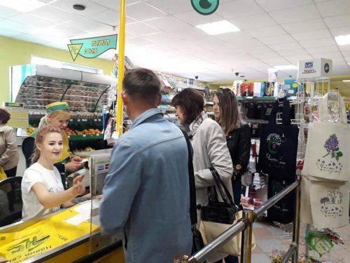 """""""Чиста"""" ініціатива: із магазинів Корсуня на день прибрали поліетиленові пакети"""