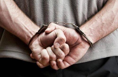 На Черкащині чоловік удома зберігав зброю та наркотики