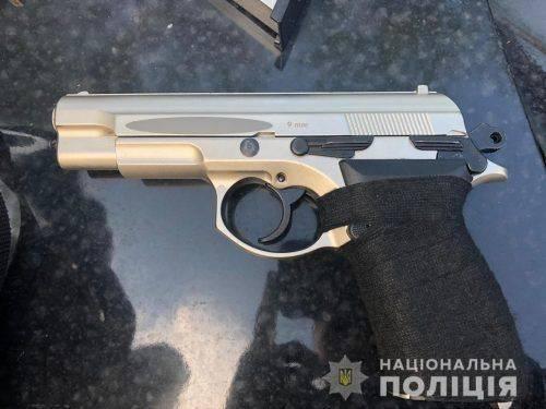 У черкасця в авто знайшли пістолет (фото)