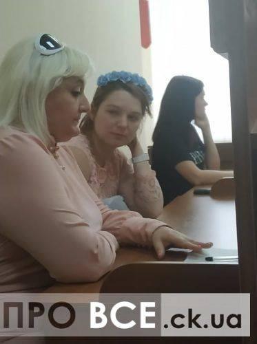 """""""Втратила свідомість у залі суду"""": дівчину, що """"замінувала"""" обласну поліцію та """"Кооператор"""", взяли під варту (фото, відео)"""