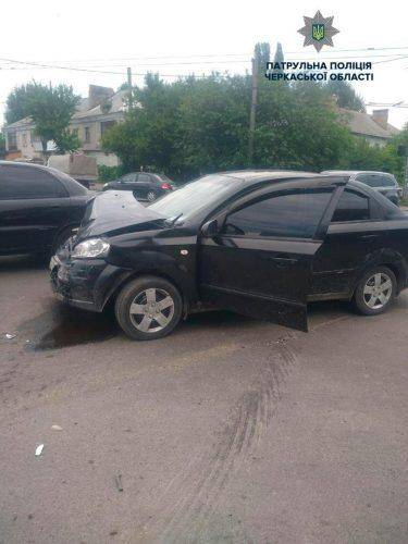 У Черкасах перевернувся автомобіль під час аварії (фото)