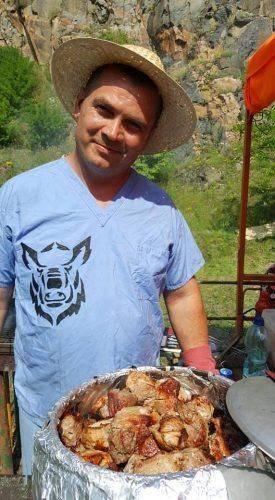 Пострибати зі скелі, поплавати та скуштувати вино з сиром: на Черкащині відбувся гриль-фест (фото)
