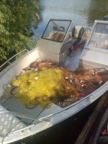 На Черкащині браконьєри незаконно ловили рибу 10 сітками (фото)
