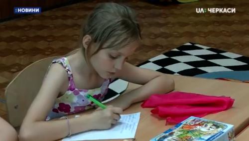Учні з Черкащини за допомогою листів підтримують зв'язок із полоненим моряком (відео)