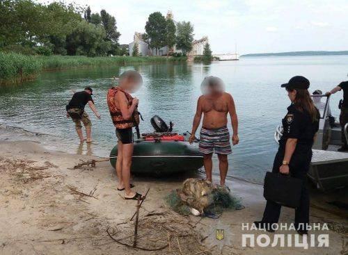На Черкащині двоє чоловіків незаконно ловили рибу (фото)