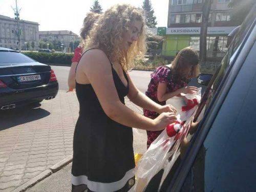 Мер Черкас на власному авто возить молодят у день весілля (фото)