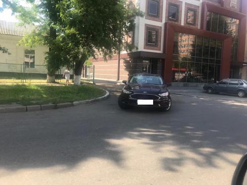 У Черкасах горе-водій заблокував проїзд каретам швидкої допомоги (фотофакт)