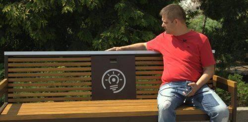 У Черкасах протестували лавку, від якої можна заряджати гаджети (відео)