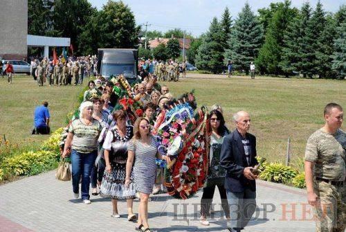 На Черкащині попрощалися із загиблим на Сході військовим (фото)