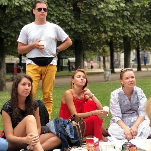 Відома письменниця з Черкас зробила для своїх читачів пікнік у Парижі (фото)