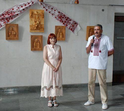 У Черкасах відкрилася виставка унікальних різьблених картин (фото)
