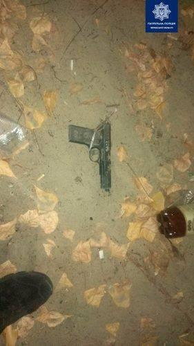 Черкаські патрульні знайшли пістолет та затримали чоловіка, який стріляв на березі Дніпра