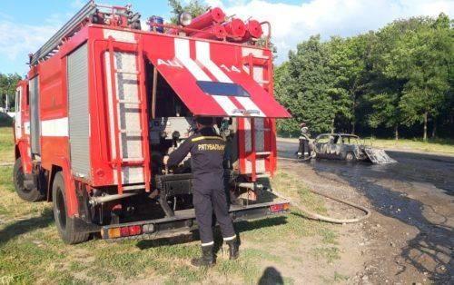 На Черкащині в дорозі вщент згоріла автівка (фото)