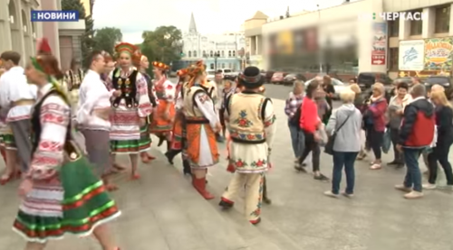 У Черкаса канадські українці танцювали задля благодійності (відео)
